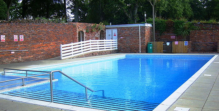 Coed Helen outdoor swimming pool