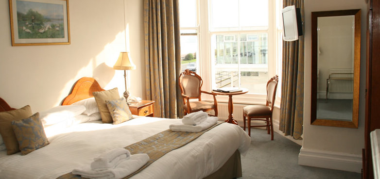 Cae Mor Seafront Hotel Bedroom